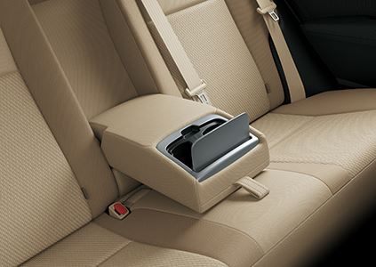 Toyota Corolla Altis 1.8 Ghế Sau