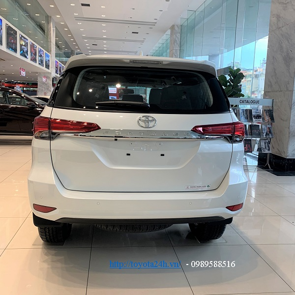 toyota-fortuner-2.AT-hinh-anh-duoi-xe-2021