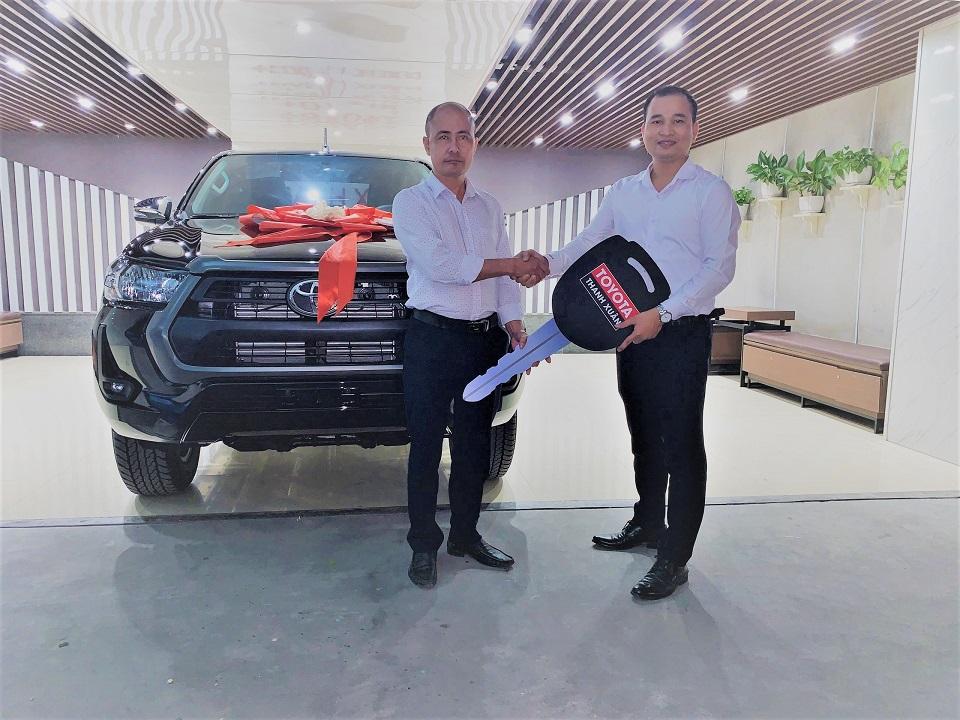 Khách Hàng Mua Xe Toyota Hilux 2021