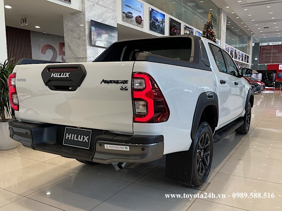 hinh-anh-hong-xe-toyota-hilux-2.8AT-4x4-2021