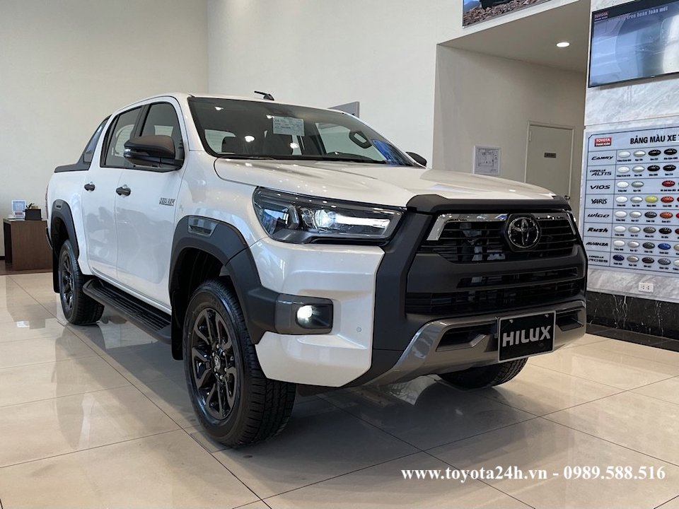 hinh-anh-than-xe-toyota-hilux-2.8AT-4x4-2021