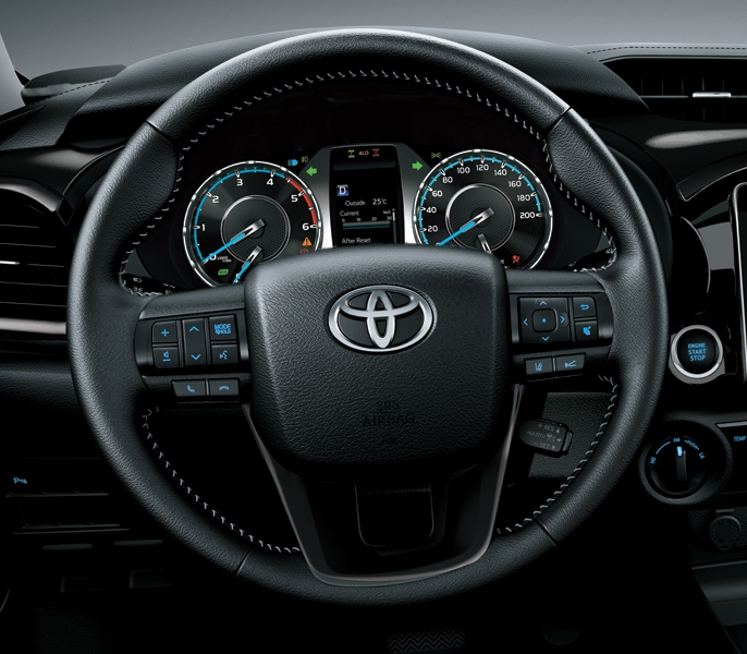 Toyota hilux 2.8AT-2021-hinh-anh-tay-lai